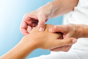 5 Essential Oils to Help Tackle Arthritis Pain